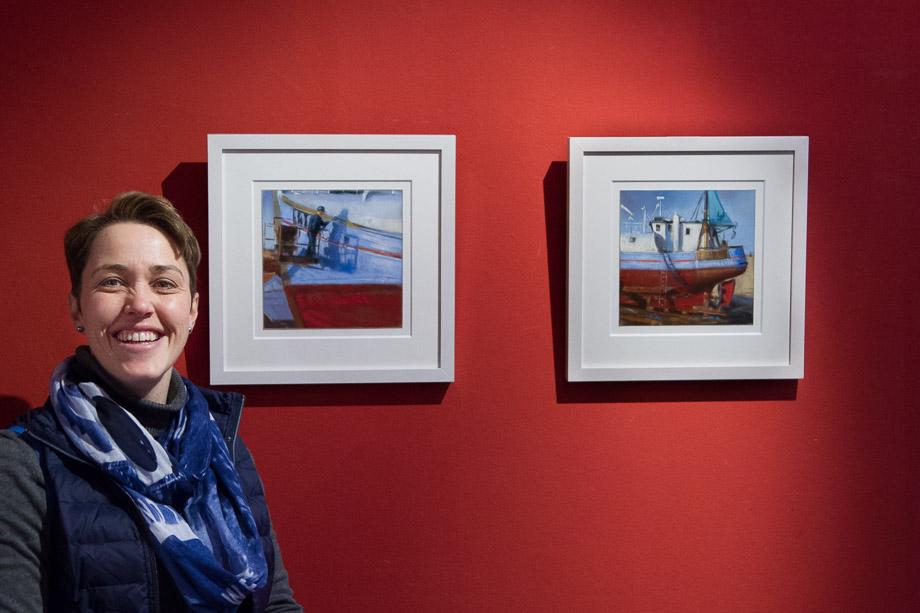 Astrid neben Bildern der Skagen Serie
