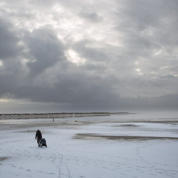 St. Peter-Ording: Plein Air in Grau mit Schnee